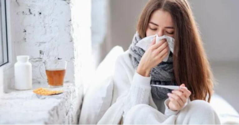 γυναίκα κρυωμένη