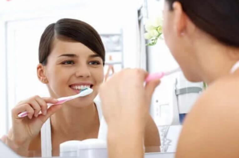 πλύσιμο δοντιών