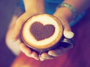 Η σχέση μεταξύ καφέ και καρδιακών προσβολών