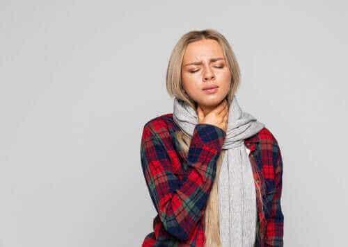 Τέσσερις φυσικές θεραπείες για τη λαρυγγίτιδα