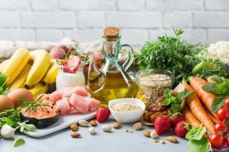 Διάφορα τρόφιμα για τη Μεσογειακή διατροφή