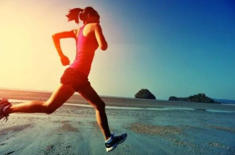 γυναίκα που τρέχει