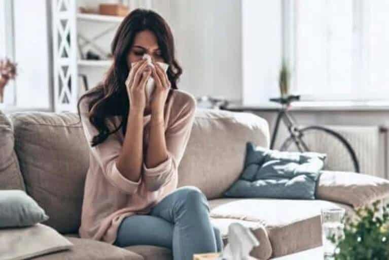Πώς να ξεπεράσετε το κοινό κρυολόγημα στο σπίτι