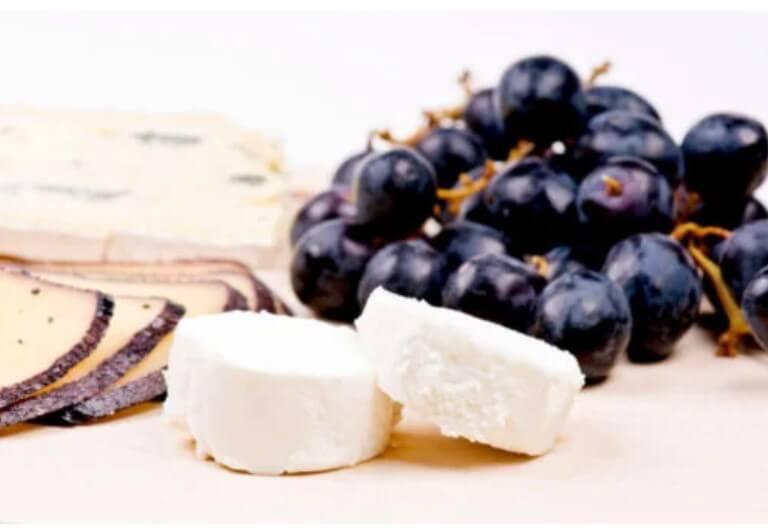 τυρί και σταφύλια