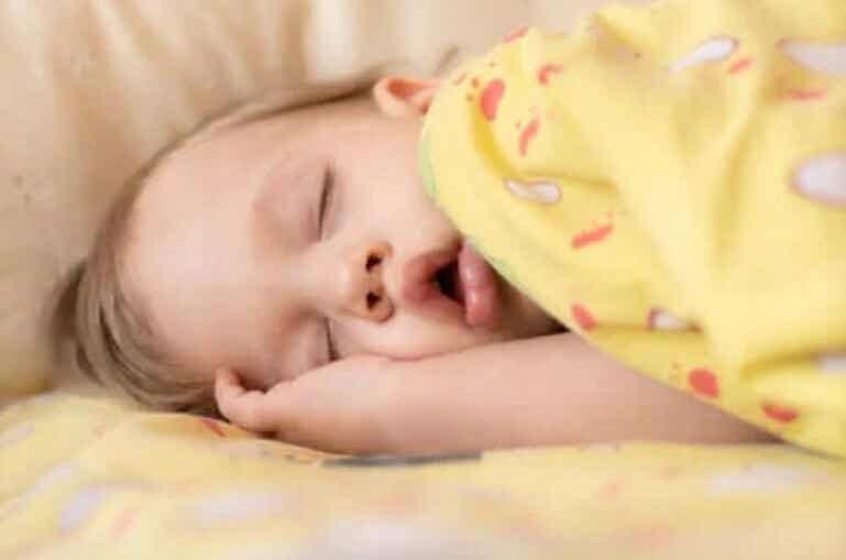 Άπνοια ύπνου στα μωρά: Θεραπεία και συμπτώματα