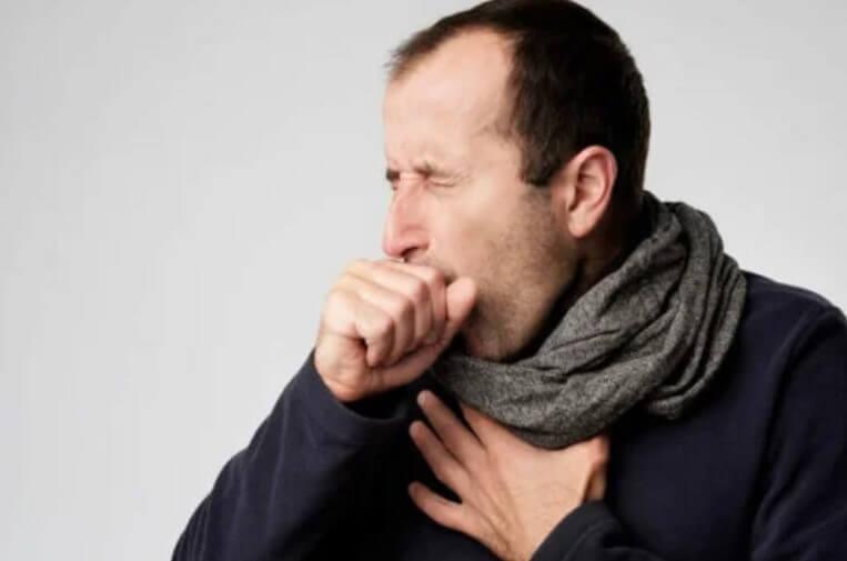 άνδρας που βήχει