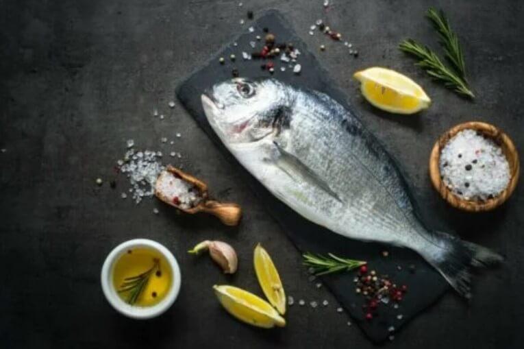 ψάρι με λεμόνι