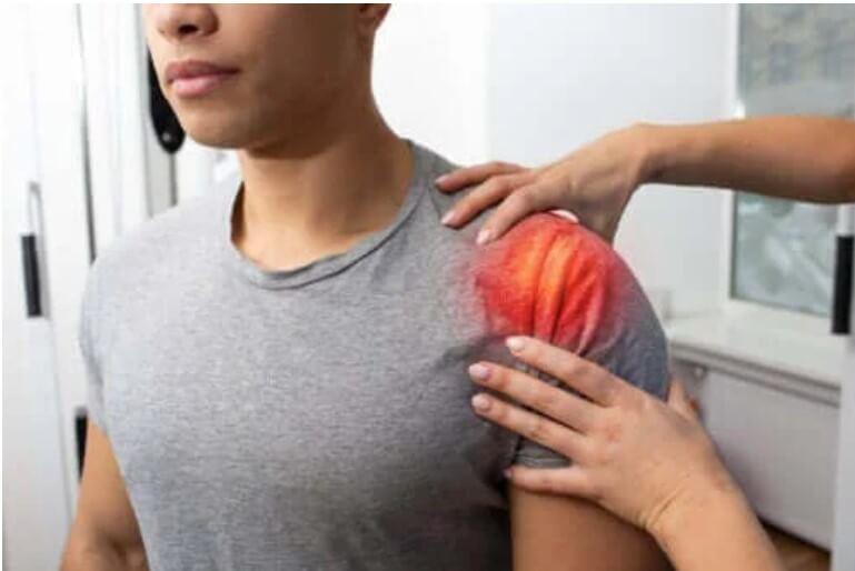 Τενοντίτιδα στον ώμο: Συμπτώματα, αιτίες και θεραπεία