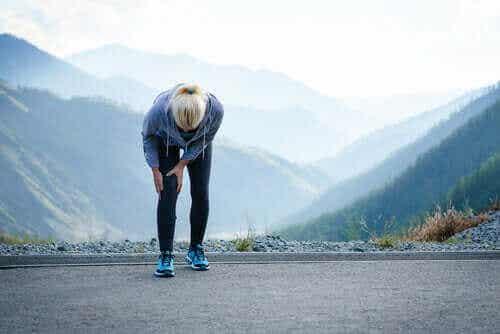 Τενοντίτιδα του χήνειου πόδα: Συμπτώματα και θεραπεία