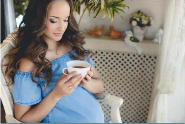 Πρέπει να πίνετε τσάι κατά τη διάρκεια της εγκυμοσύνης;