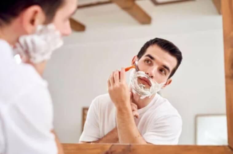 ξύρισμα με ξυραφάκι