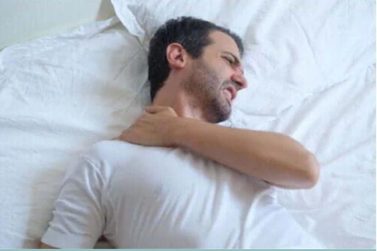 Πώς να κοιμηθείτε αν έχετε τενοντίτιδα στον ώμο