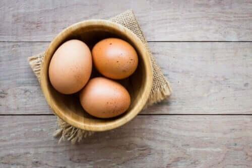 Τρία αβγά σε μπολ