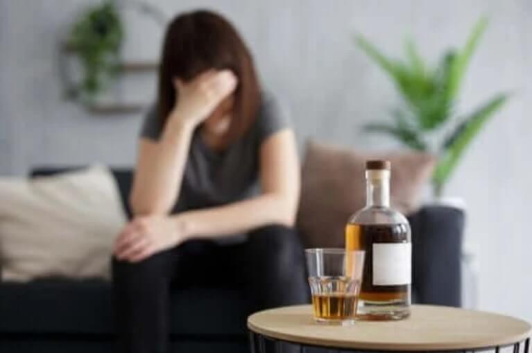Τι συμβαίνει όταν πίνετε αλκοόλ με άδειο στομάχι
