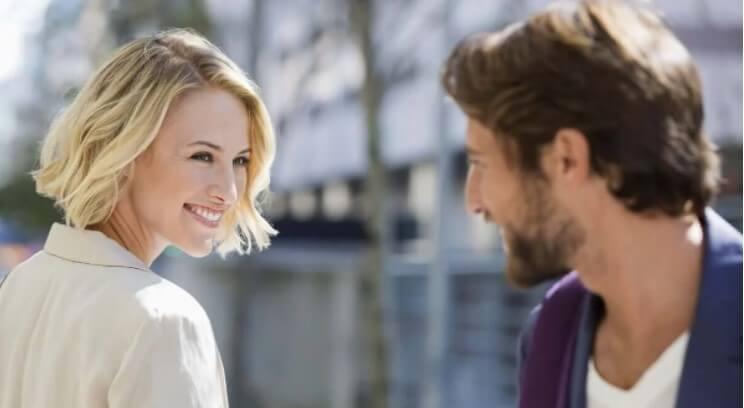 γυναίκα που χαμογελά