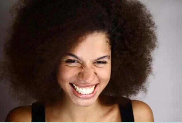 Τι είναι το χαμόγελο των ούλων και πώς αντιμετωπίζεται