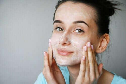 Είναι καλές για το δέρμα οι μάσκες από ξινόγαλο;