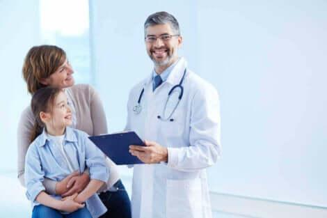 Γιατρός με μητέρα και κόρη