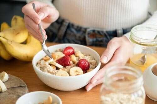 Είναι υγιεινή η βρώμη για πρωινό; Ποια τα οφέλη της;