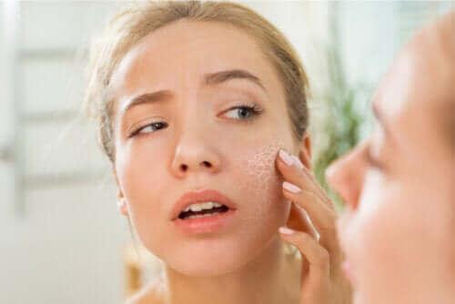 Τα αίτια του ξηρού δέρματος και πώς επηρεάζουν την εμφάνιση