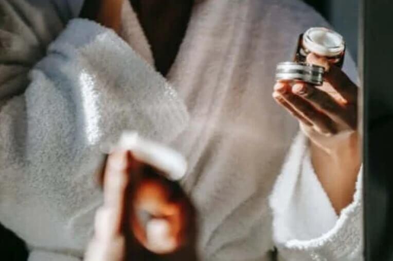 Όλα για τα πεπτίδια και πώς ωφελούν το δέρμα