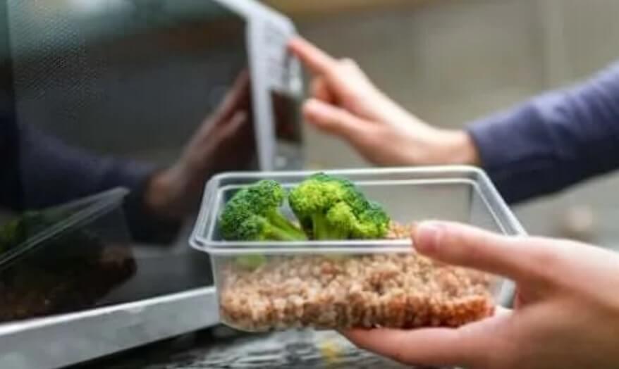 Είναι ασφαλές το πλαστικό στο φούρνο μικροκυμάτων;