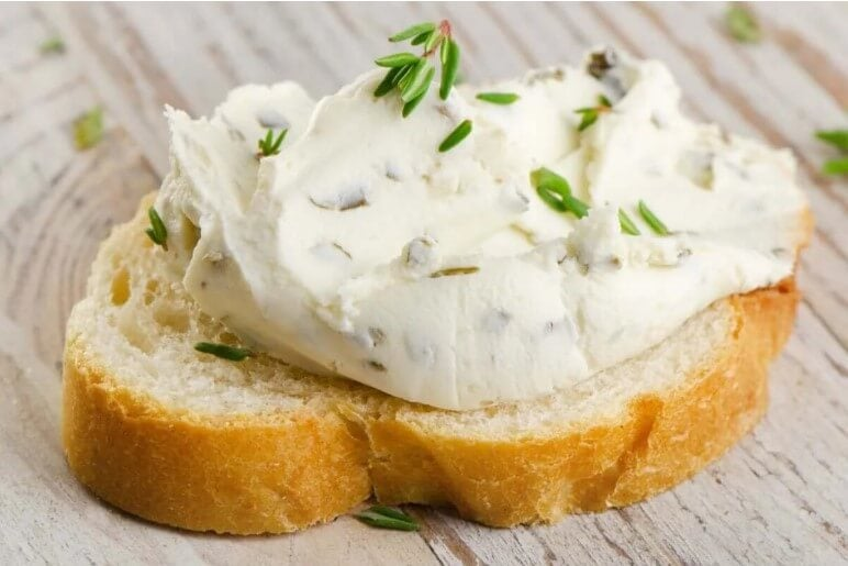 τυρί κρέμα σε ψωμί