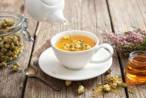 Τσάι χαμομηλιού: Οι ιδιότητες και τα οφέλη του
