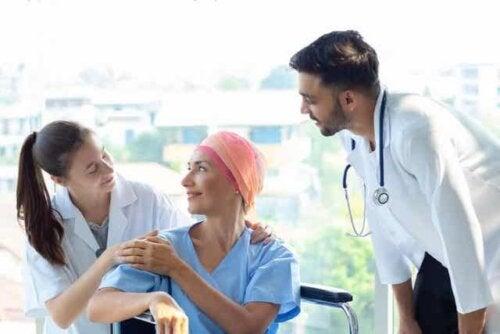 Ασθενής με καρκίνο και γιατροί