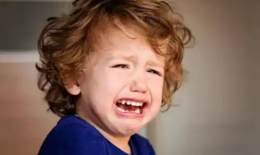 αγόρι κλαίει