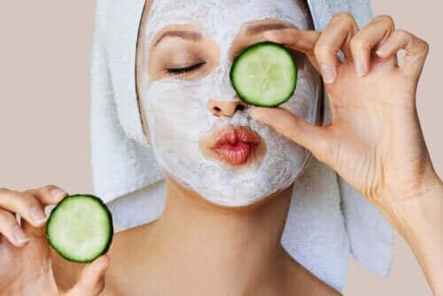 Πώς λειτουργούν οι μάσκες προσώπου στο δέρμα;