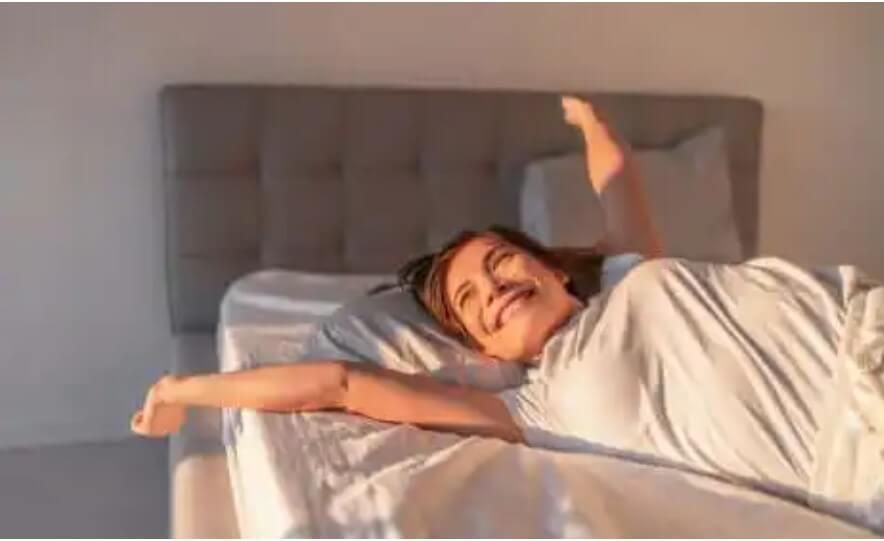 γυναίκα στο κρεβάτι