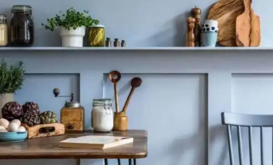 ράφια σε κουζίνα