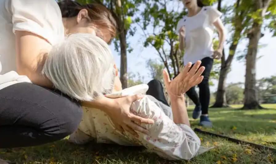 γυναίκα σε παρκο