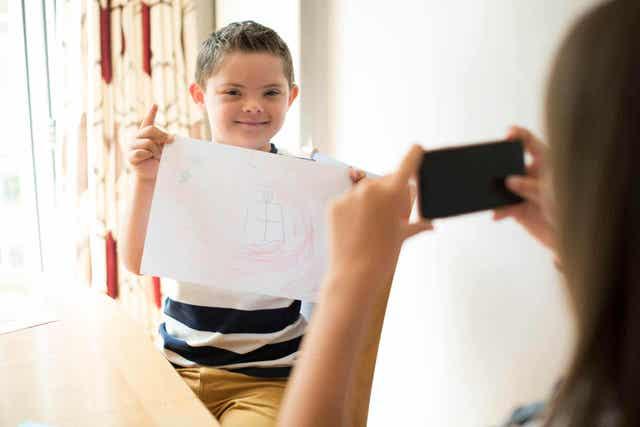 Παιδί με σύνδρομο Down βγαίνει φωτογραφία