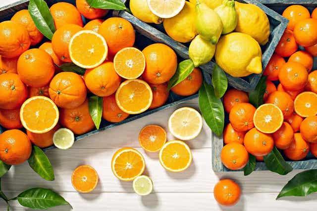Πολλά πορτοκάλια και λεμόνια