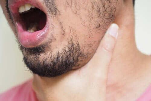 Ψαροκόκκαλο στον λαιμό: Πώς να το αφαιρέσετε