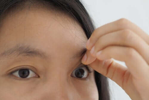 Συμπτώματα και θεραπεία για την τρύπα της ωχράς κηλίδας