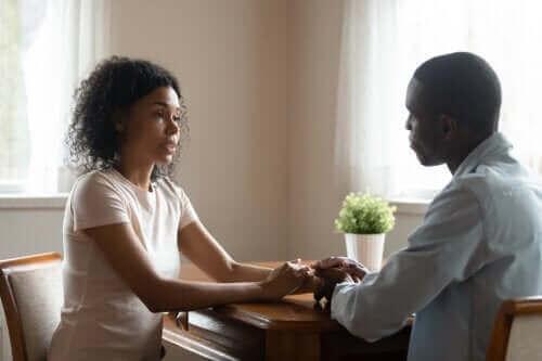 4 συμβουλές για να μιλάτε με ειλικρίνεια και ενσυναίσθηση