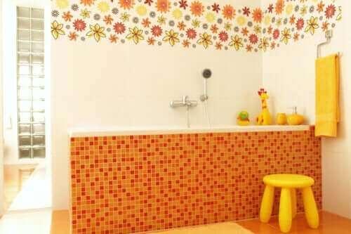 7 ιδέες για τη διακόσμηση ενός φιλικού προς τα παιδιά μπάνιου
