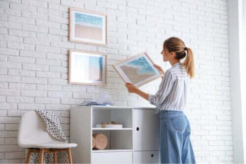 7 κόλπα για να κρεμάσετε εικόνες χωρίς να καταστρέψετε τον τοίχο