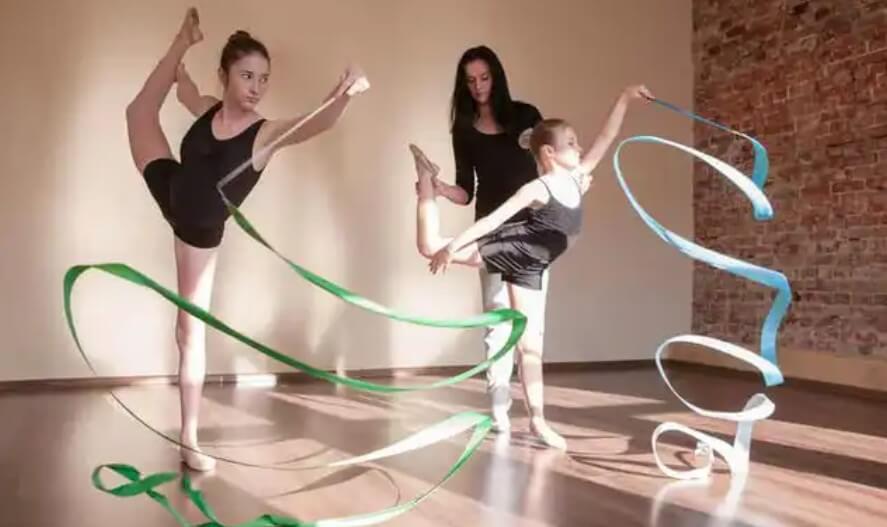 κορίτσια κάνουν μπαλέτο