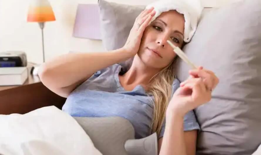 γυναίκα με πυρετό
