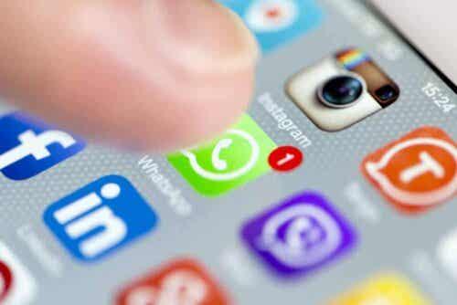 Μέσα κοινωνικής δικτύωσης σε κινητό τηλέφωνο