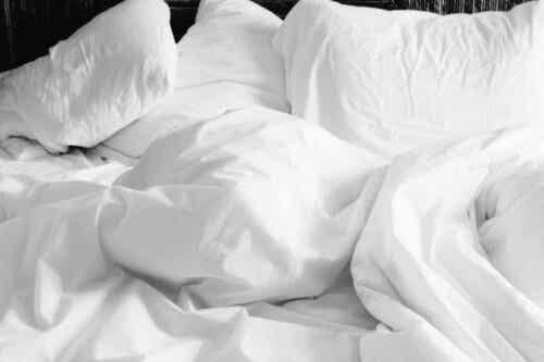Μη τακτοποιημένο κρεβάτι