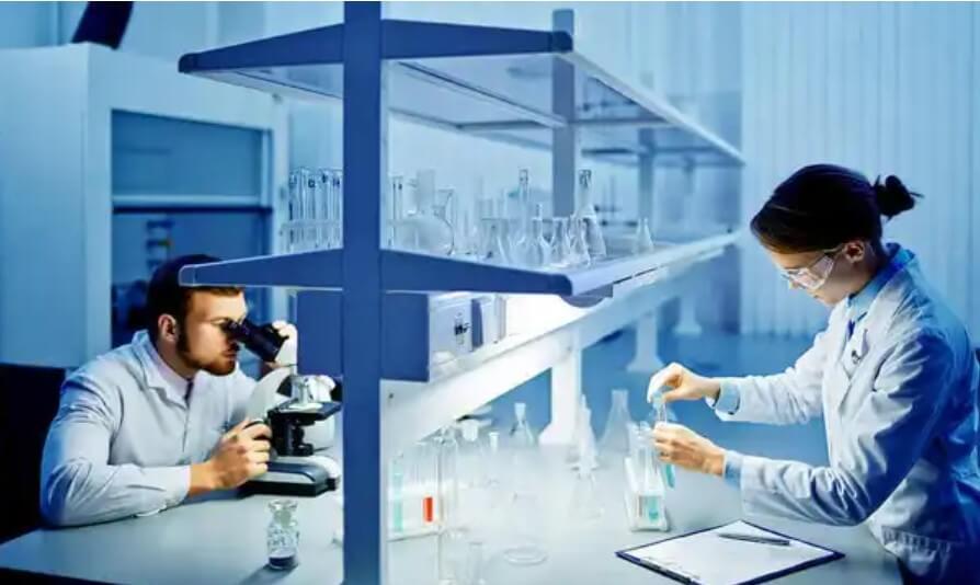 γιατροί σε εργαστήριο
