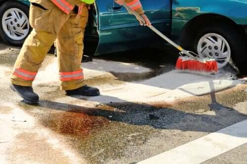 Πώς να καθαρίσετε τη διαρροή βενζίνης