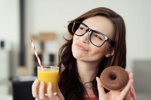 Τρεις συστάσεις για τη μείωση της ζάχαρης στη διατροφή σας