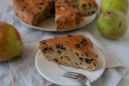 Μια συνταγή βήμα-βήμα για ένα κέικ αχλάδι