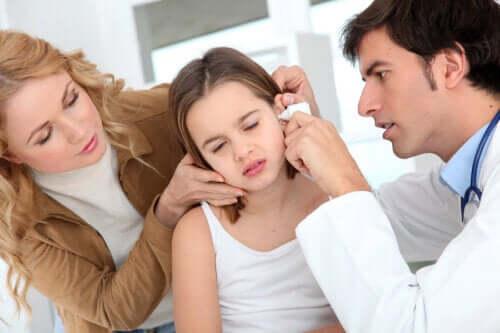 Πώς να αφαιρέσετε τη συσσώρευση βλέννας στο αυτί